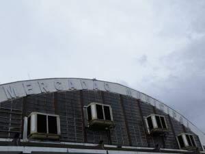 Climatizadores adicionados recentemente não poderiam ser incluídos se o prédio já fosse patrimônio histórico, pois descaracterizam a arquitetura. (Foto: Kísie Ainoã)