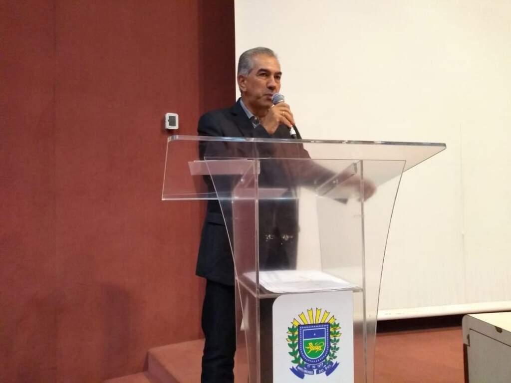 O governador Reinaldo Azambuja durante agenda nesta manhã, no Centro de Convenções Rubens GIl de Camilo. (Foto: Leonardo Rocha)