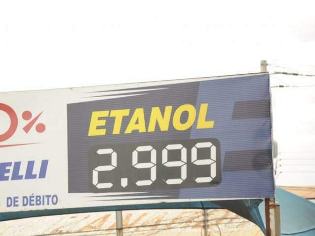 Etanol, que ficou 1,64% mais barato no período, ajudou a reter a inflação (Foto: Paulo Francis).