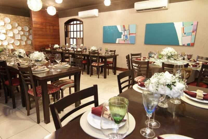 Restaurante trabalha com um número mínimo de 40 até 120 pessoas. (Foto: André Furquim)