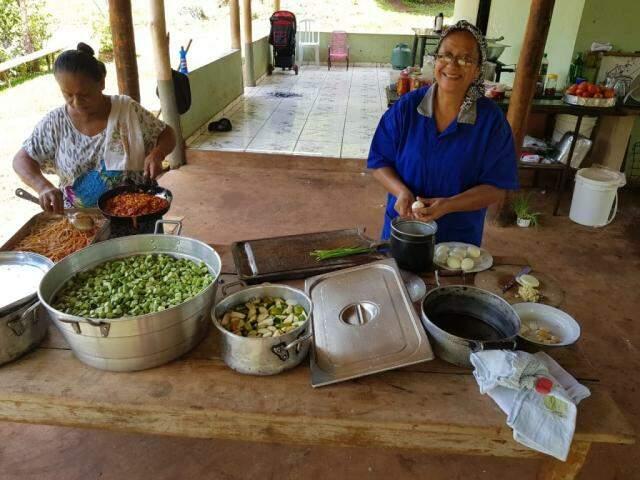 Almoço foi caprichado após a trilha (Foto: Elza Solange/arquivo pessoal)