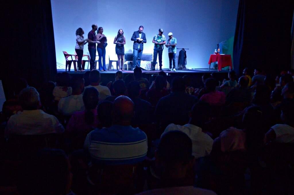 Altar da Comunidade Cristã da Região Lagoa se transformou num verdadeiro palco no culto de domingo. (Foto: Gustavo Maia)