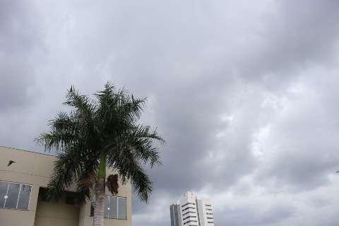 Céu escuro anuncia outro temporal e Inmet emite alerta para MS