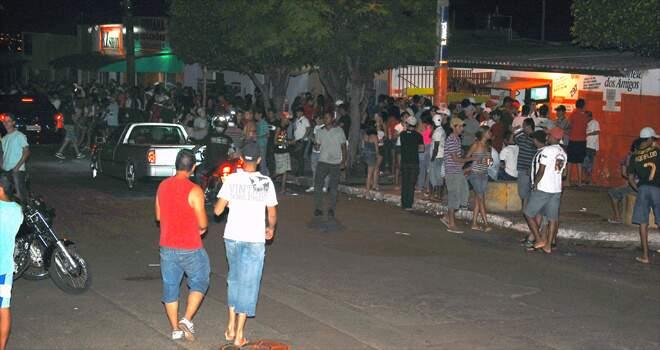 Legislação proíbe algazarra com bebidas alcoólicas nas proximidades de conveniências (Foto: Pedro Peralta)