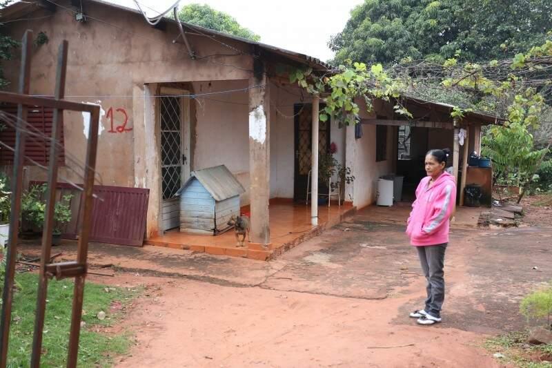 Morando há 22 anos no local, Rosalina recomenda chá, sopas e caldos no frio (Foto: Marcelo Victor)