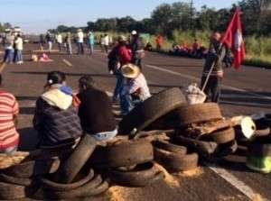 Depois de três quilômetros de congestionamento, MST desbloqueia rodovias