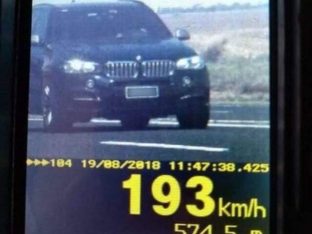 Veículo importado trafegava a 193 Km/h em rodovia do Estado. (Foto: Divulgação PRF)