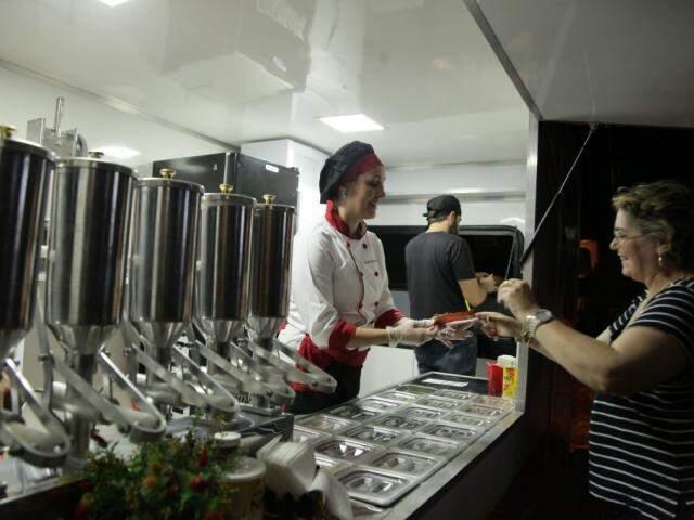 O trailer de churros já em funcionamento, desde quinta-feira. (Foto: João Paulo Gonçalves)