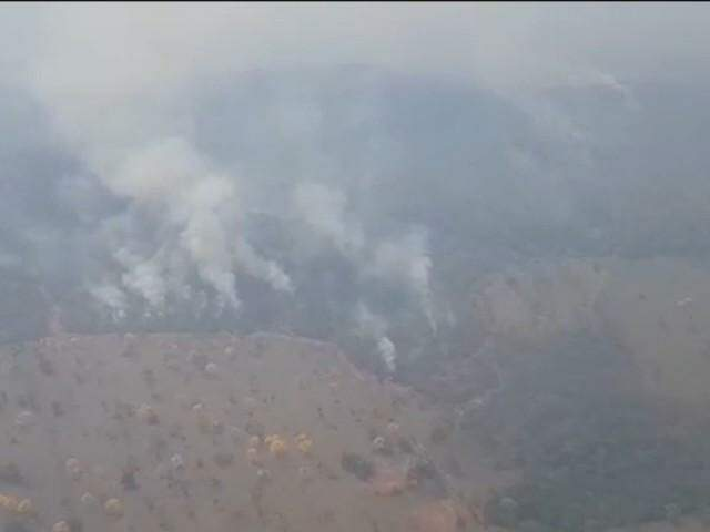 Fumaça dos incêndios florestais que destróem vegetação em vários pontos em MS. (Foto: Divulgação/Bombeiros)