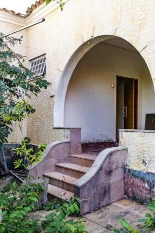 Detalhe de outra escada no extremo da residência. (Foto: Kísie Ainoã)