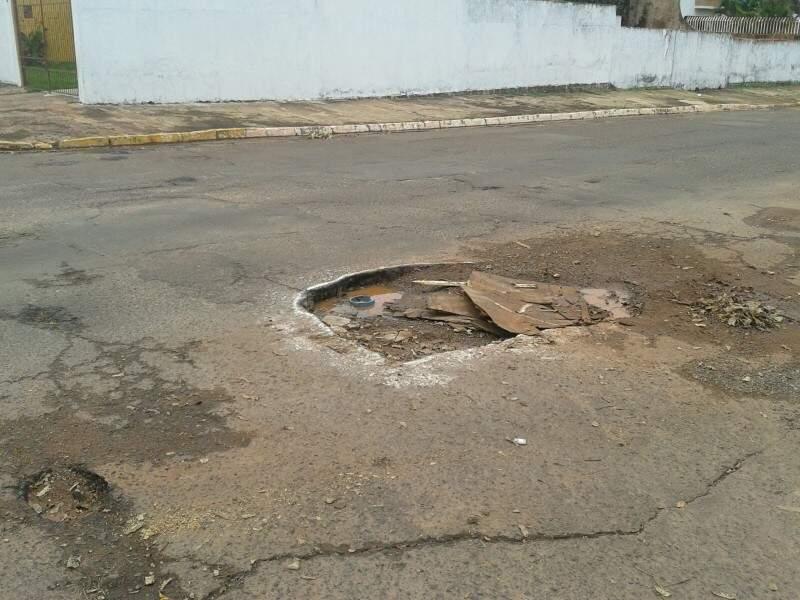 Os buracos pioraram depois da chuva.(Foto:Direto das Ruas).