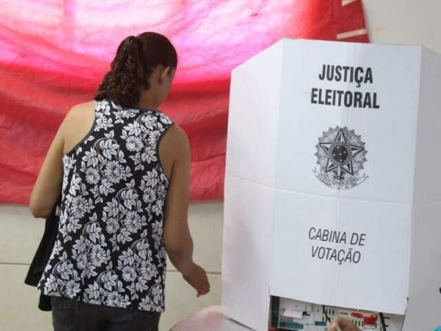 Na Escola Municipal Padre Tomaz Ghirardelli votação aconteceu normalmente (Foto: Paulo Francis)