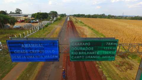 Obras melhoram estradas e garantem escoamento da produção em Amambai