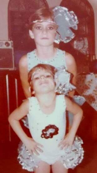 E as meninas, Alessandra e Simone, vestidinhas para a folia. (Foto: Arquivo Pessoal)