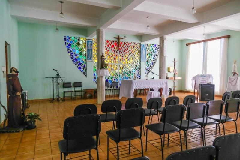 Aos domingos são realizadas missas na capela.