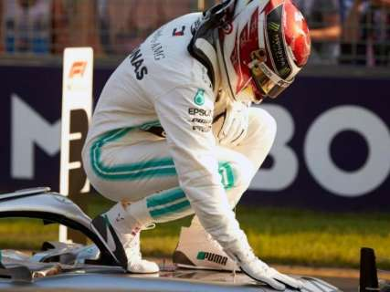 Hamilton abre temporada da F-1 na pole-position do GP da Austrália
