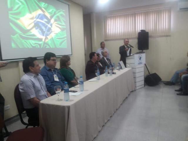 Governador fala durante seminário dos vereadores na manhã desta quinta-feira (13) (Foto: Izabela Sanchez)