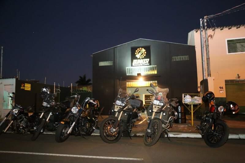 Depósito foi reformado para receber centro de motociclista. (Foto: Marcos Ermínio)