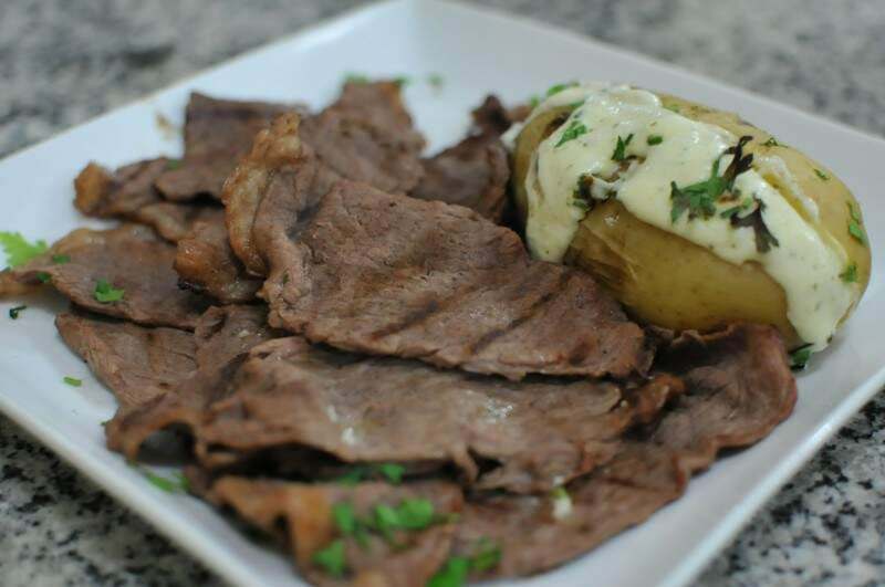 Apresentação é simples, mas prato tem toque mais sofisticado. (Foto: Alcides Neto)
