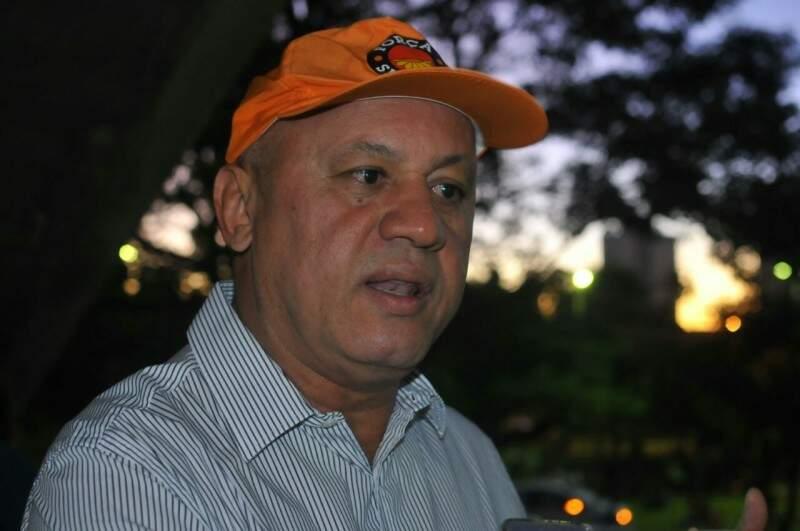 Carlos Alberto Assis diz que maioria aceitou reajuste linear. (Foto: Alcides Neto)