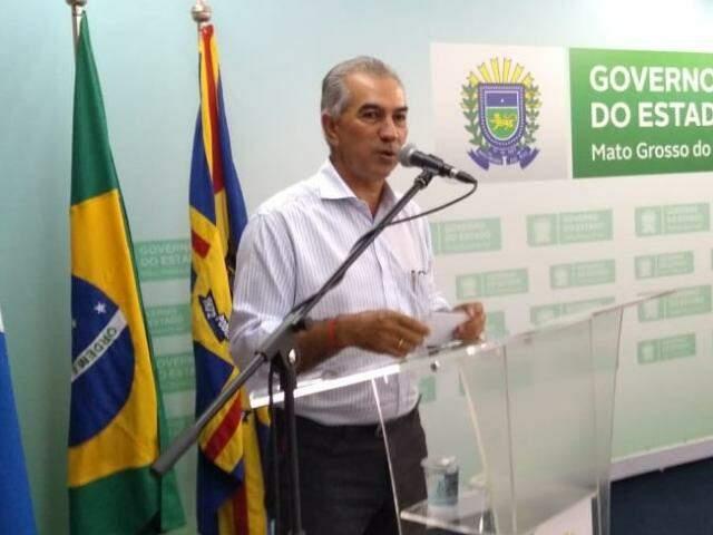 Governador do Estado, Reinaldo Azambuja (PSDB), durante discurso em agenda nesta segunda-feira (dia 12). (Foto: Leonardo Rocha).