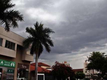 Após manhã ensolarada, nuvens carregadas anunciam chuva na Capital