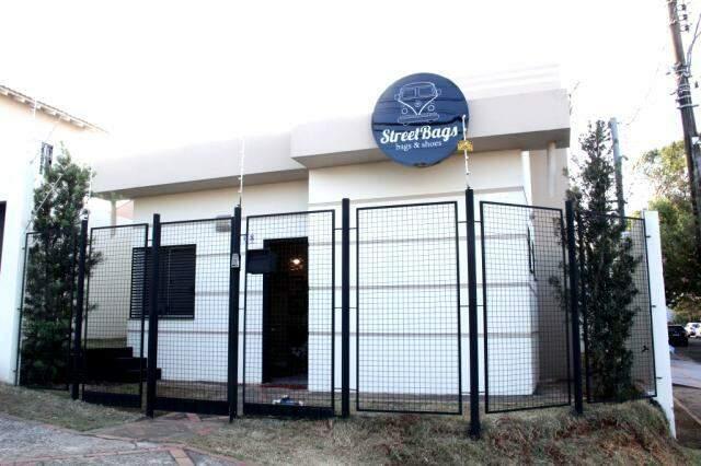Loja fica na Rua General Sampaio, 408, Vila Planalto (Foto: Marcos Ermínio)