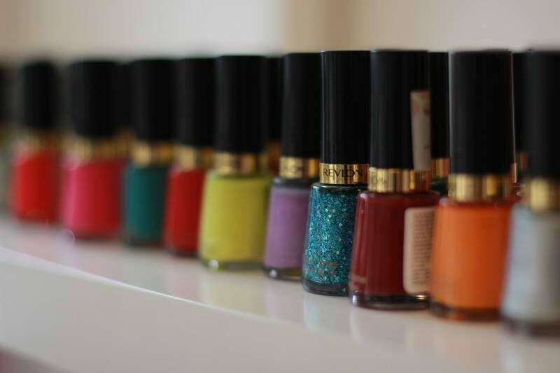 Loja conta com oito marcas de esmaltes importados como também os nacionais. (Foto: Fernando Antunes)
