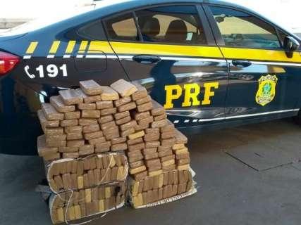 PRF apreende veículo com 130 quilos de maconha com destino ao Paraná