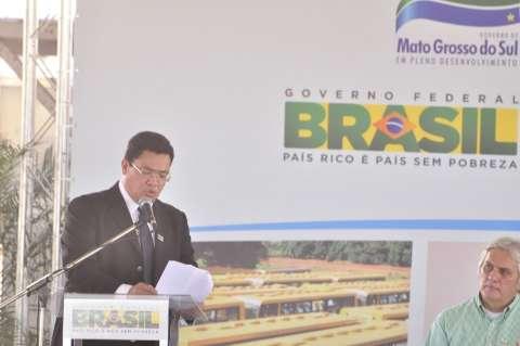 Prefeito tucano elogia Dilma por programas sociais, ônibus e PAC