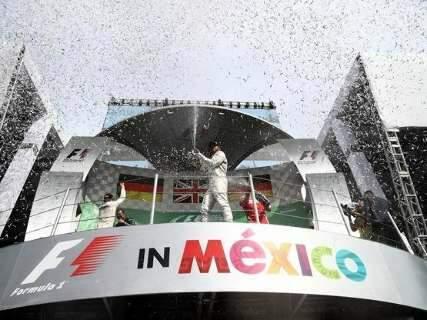 Hamilton vence GP no México e evita título antecipado de Rosberg
