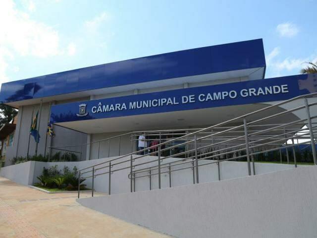 Fachada da Câmara de vereadores pela Rua Ricardo Brandão. (Foto: Marcos Ermínio)