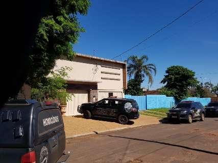 Investigação por morte de policial leva equipes a casa de empresário
