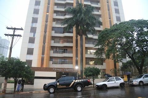 Polícia Federal enviou equipe ao apartamento de André Pucinelli. (Foto: Marcos Ermínio)