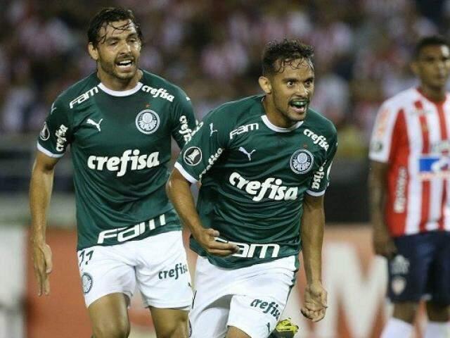Gustavo Scarpa comemorando o seu gol na partida. (Foto: Palmeiras/FC)