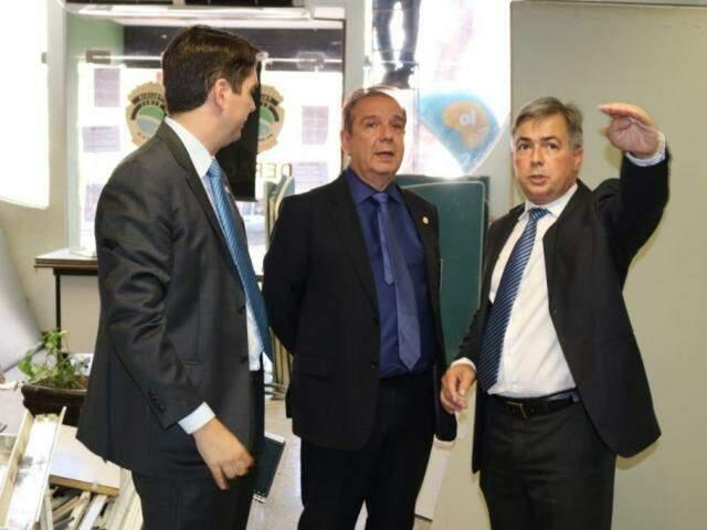 Delegado João Eduardo Davanço (esquerda), ao lado do chefe da Polícia Civil, Marcelo Vargas e do secretário Antônio Carlos Videira (Foto: Regiane Ribeiro/ Sejusp)