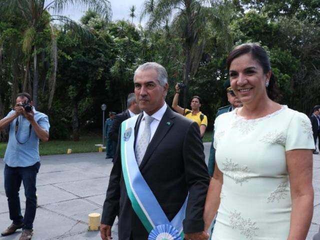 Reinaldo, que assumiu segundo mandato,  e a primeira-dama Fátima Azambuja. (Foto: Henrique Kawaminami)