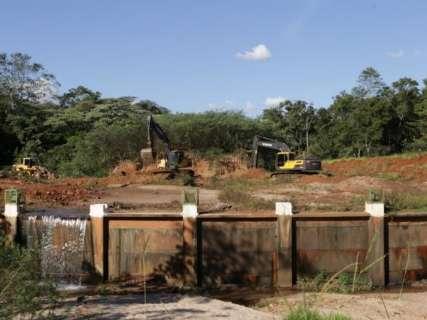 Obras para desassorear lago começam e areia será reaproveitada