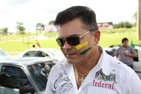 Carreata de apoio aos caminhoneiros vira ato pelo impeachment de Dilma
