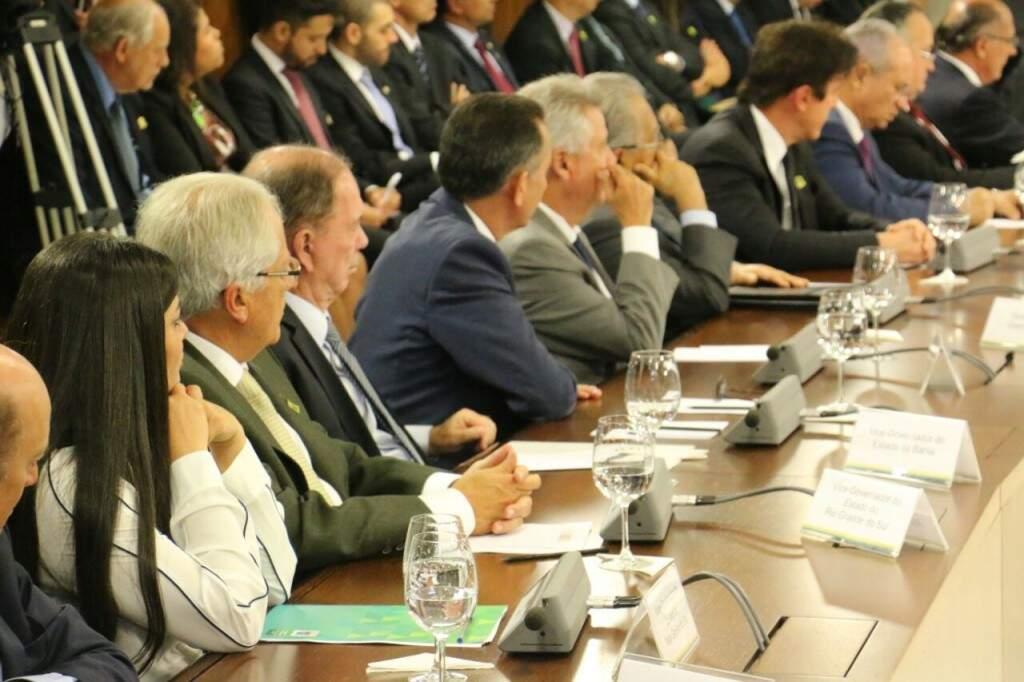 Rose, de blusa branca, durante a reunião com os governadores e Temer. (Foto: Leca Vetor)