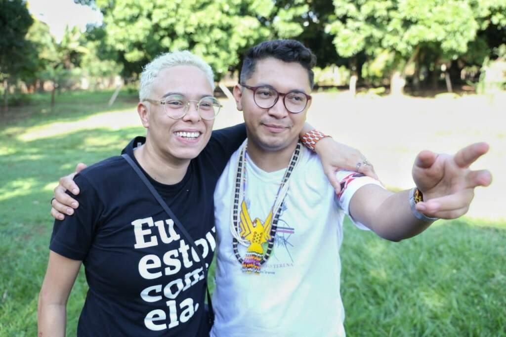 Maria Gadú e Eloy Terena. (Foto: Paulo Francis/Campo Grande News)