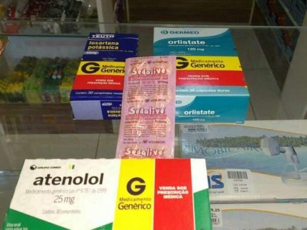 Medicamentos expostos em balcão de farmácia. (Foto: Renata Volpe/Arquivo).