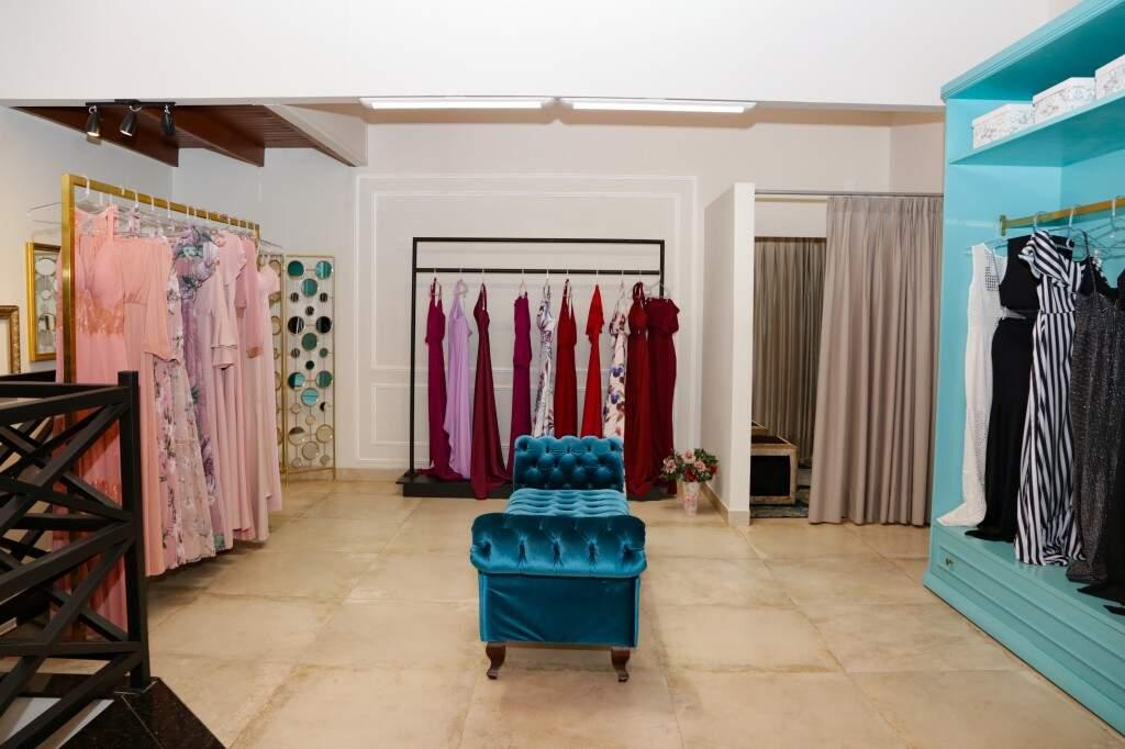 Loja conta com setor de roupas de festas. (Foto: Kísie Ainoã)