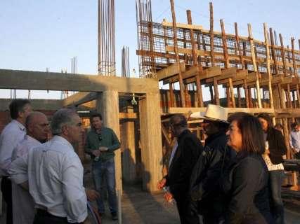 Em visita ao interior, Reinaldo destaca importância estratégica de Murtinho