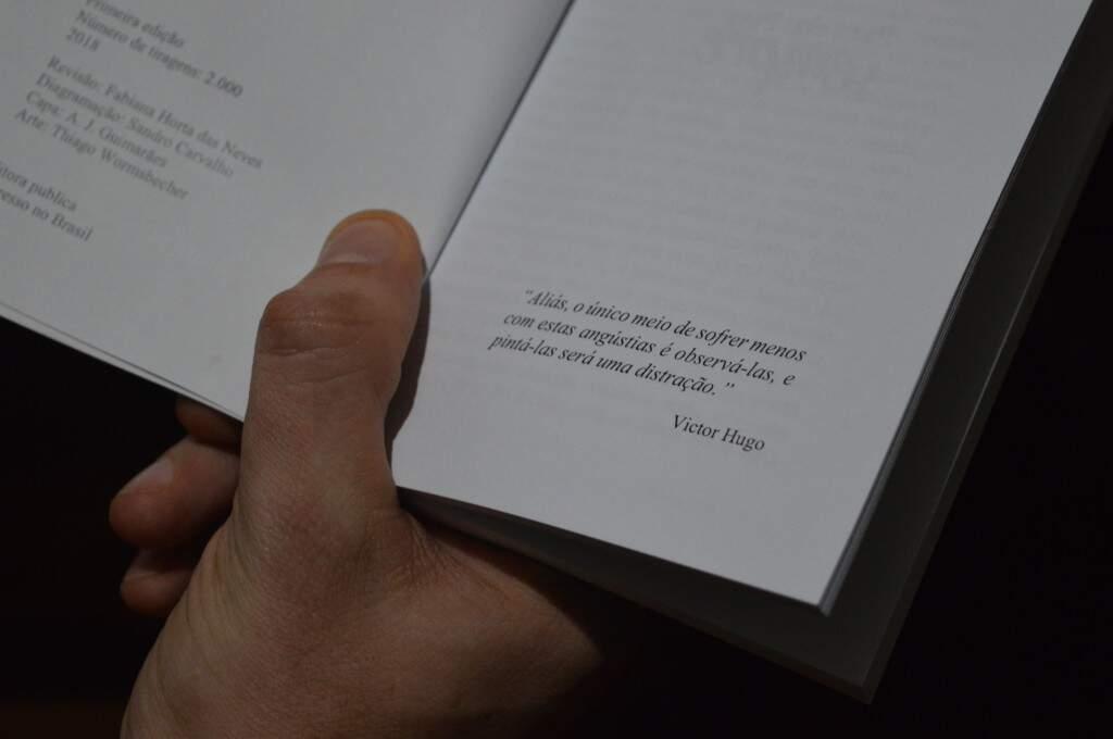 Citação de Victor Hugo cai como uma luva pra toda a história e é o pontapé da narração. (Foto: Thaís Pimenta)