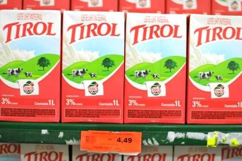 Em um mês, preço do litro de leite sobe 56% nos supermercados