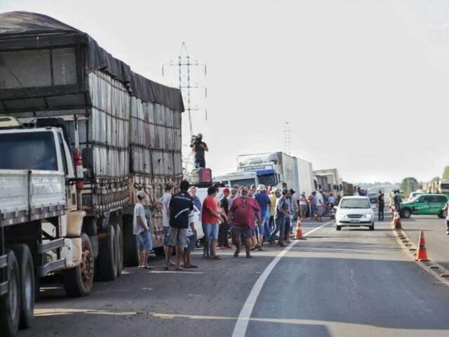 Caminhoneiros fecharam estradas em protesto contra política de preços da Petrobras. (Foto: Paulo Francis/Arquivo)
