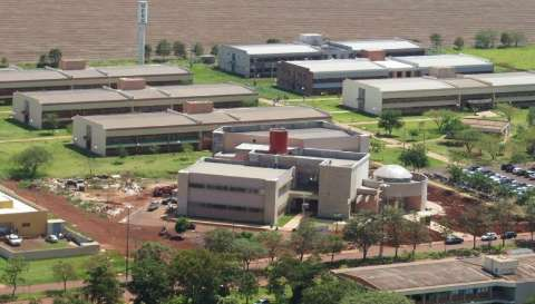 Defesa Civil descarta tremor natural e UFGD investiga rachadura em forro