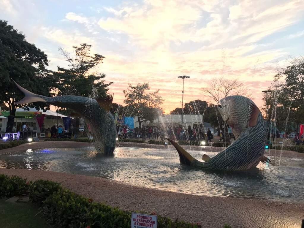 Por do sol na Praça da Liberdade, palco do 19º Festival de Inverno de Bonito. (Foto: Lucimar Couto)