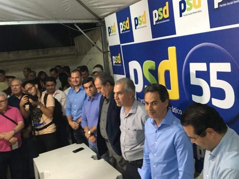 Reinaldo Azambuja ao lado de Marquinhos Trad durante anúncio da coligação. (Foto: Assessoria de Imprensa/PSD)
